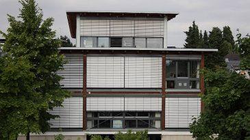 Auch große Gewerbebauten lassen sich optimal in Holzbauweise fertigen. Hier ein von mir estelltes Büro- / Lagergebäude im Süden von Köln.