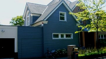 Einfamilienhaus in Rahmenständerbauweise im Stile eines Landhauses.