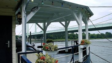 Vordach für das Hausboot Rheinroxy