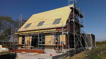 Einfamilienhaus in Rahmenständerbauweise in Köln vorgefertigt und in der Bretagne aufgbaut.
