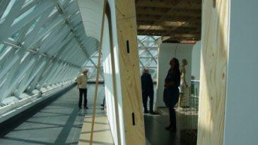 """""""Joe Scanlan"""" - K21 Düsseldorf oder Zimmermanns-Know-How unterstützt moderne Kunst. Installation Moving Pavillion."""